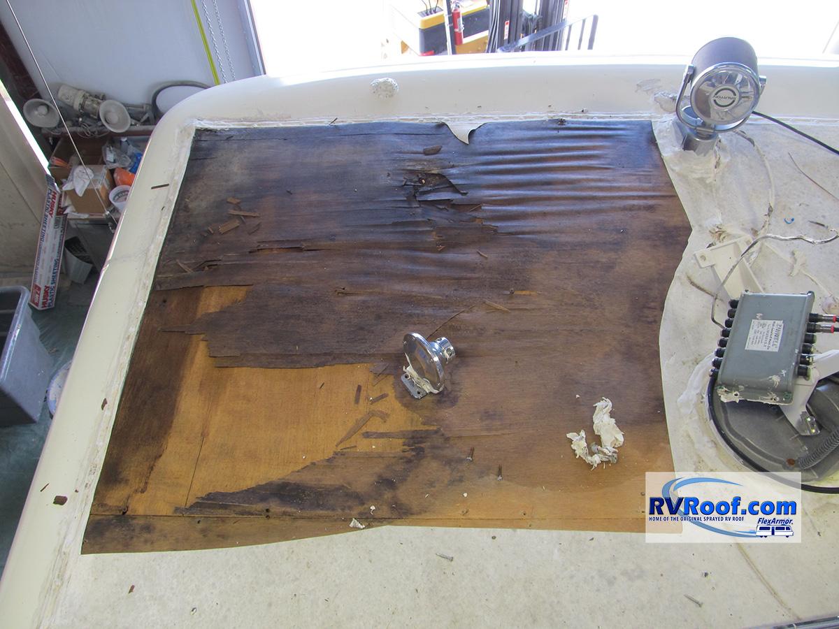 Wood-damage-Newmar-coach-before-FlexArmor-roof